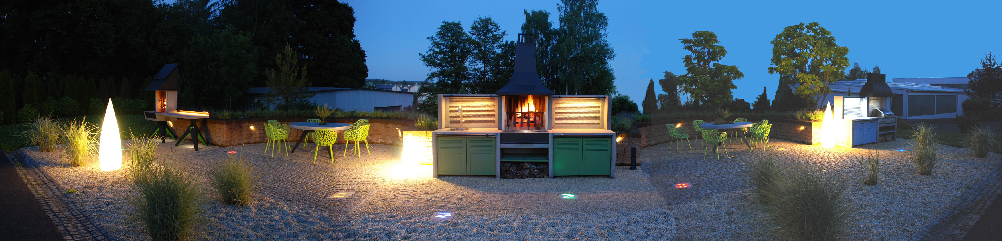 Abendstimmung im Outdoorkuechen Showroom Rehau