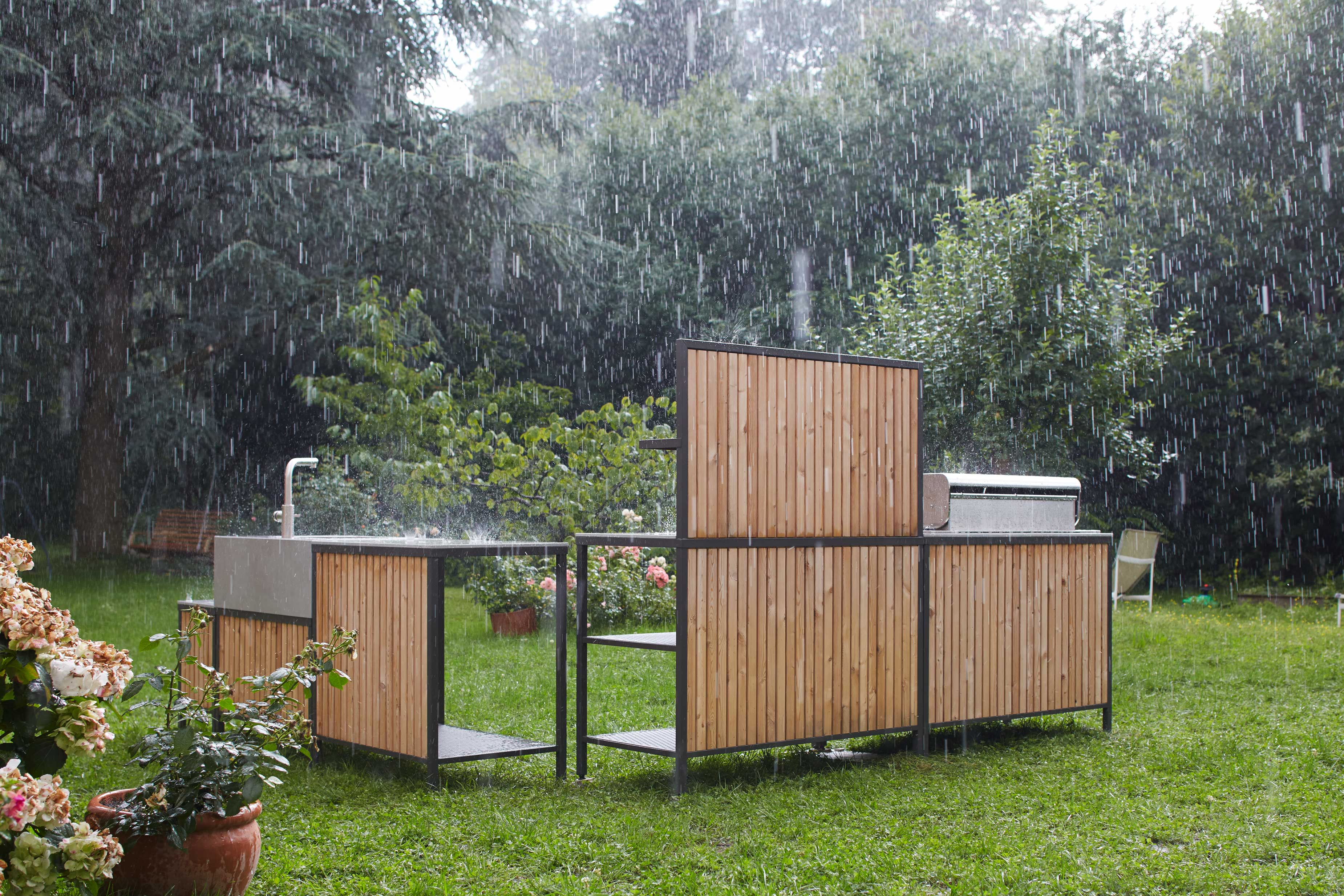 hard rain is no problem for the outdoor kitchen block